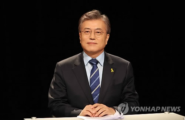 This photo, taken on March 28, 2017, shows Moon Jae-in, a former leader of the Democratic Party, attending a debate in Busan, 453 kilometers south of Seoul. (Image: Yonhap)