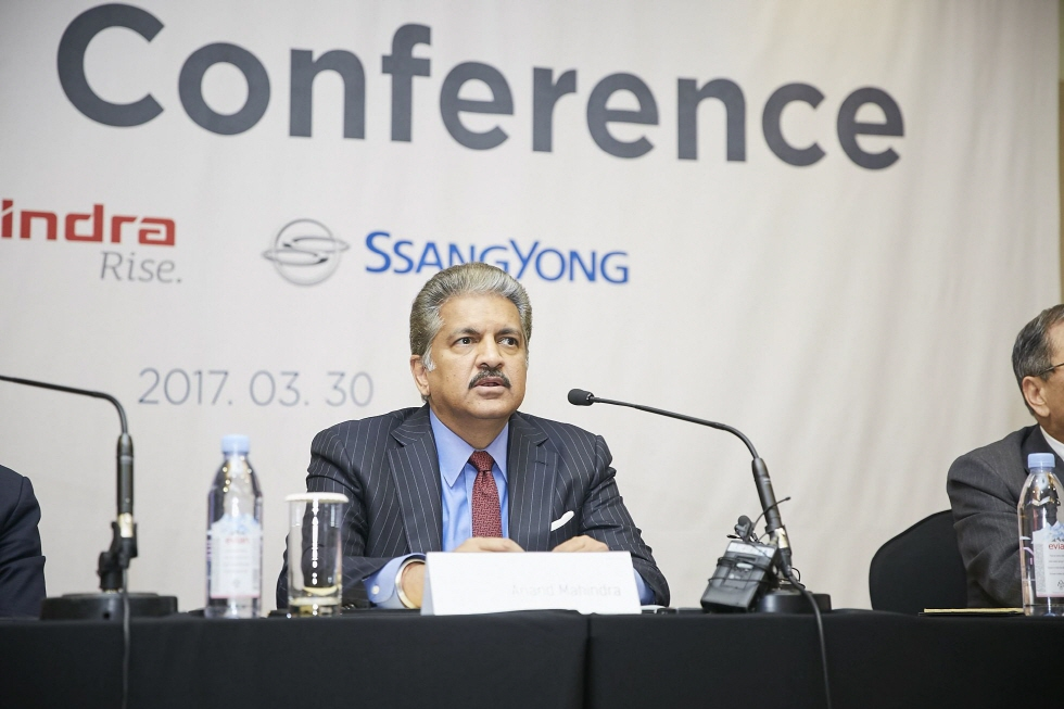 Mahindra Group Chairman Anand Mahindra was confident about the strong growth potential of the high-performance green cars in the automobile industry. (image: Yonhap)
