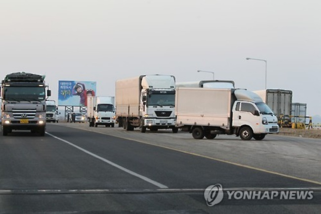 A local government in South Korea is tackling truck accidents by improving rear visibility. (Image: Yonhap)