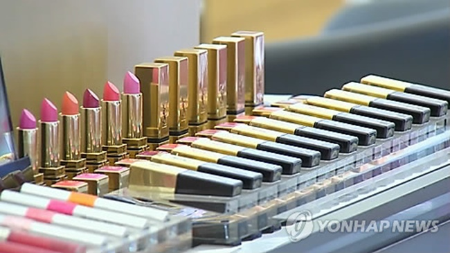 """Chanel bags are out of my price range but I can afford to buy ten Chanel lipsticks. (Image: Yonhap)"