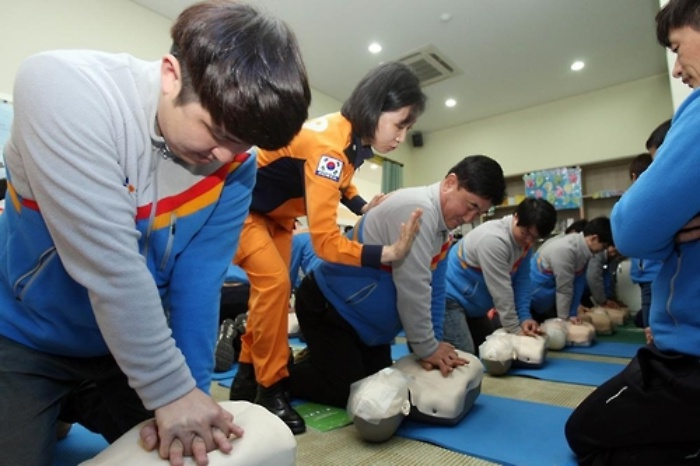 CJ drivers are receiving first-aid training from the company. (Image: Yonhap)
