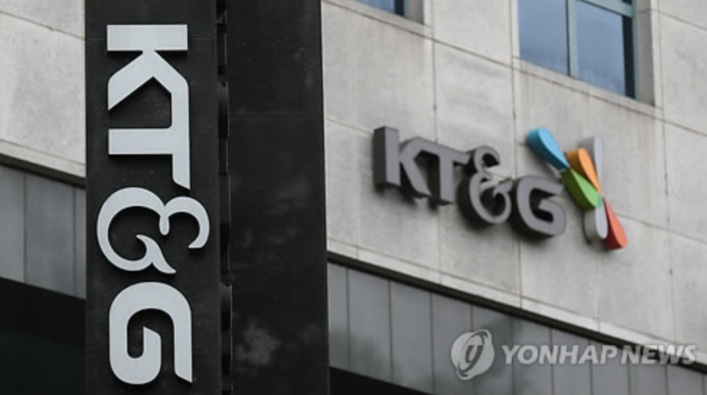 Under the South Korean fair trade law, affiliates of large conglomerates with assets exceeding 10 trillion won are restricted from making equity investments among them or offering loan guarantees to each other. (image: Yonhap)