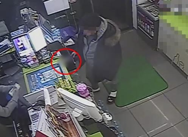 Kim was seen in CCTV footage threatening a store clerk with a knife. (Image: Yonhap)
