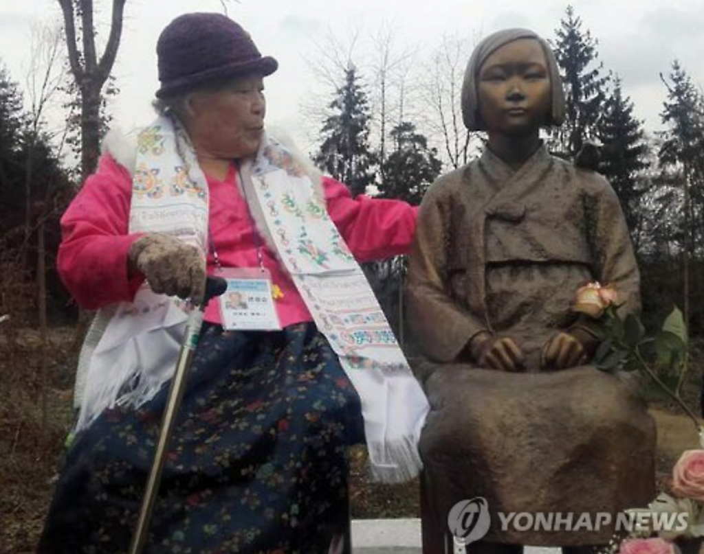 Ahn Jeom-soon, a 90-year old former South Korean comfort women, made a meaningful visit to Wiesent to witness the first comfort women statue set up in Europe. (image: Yonhap)
