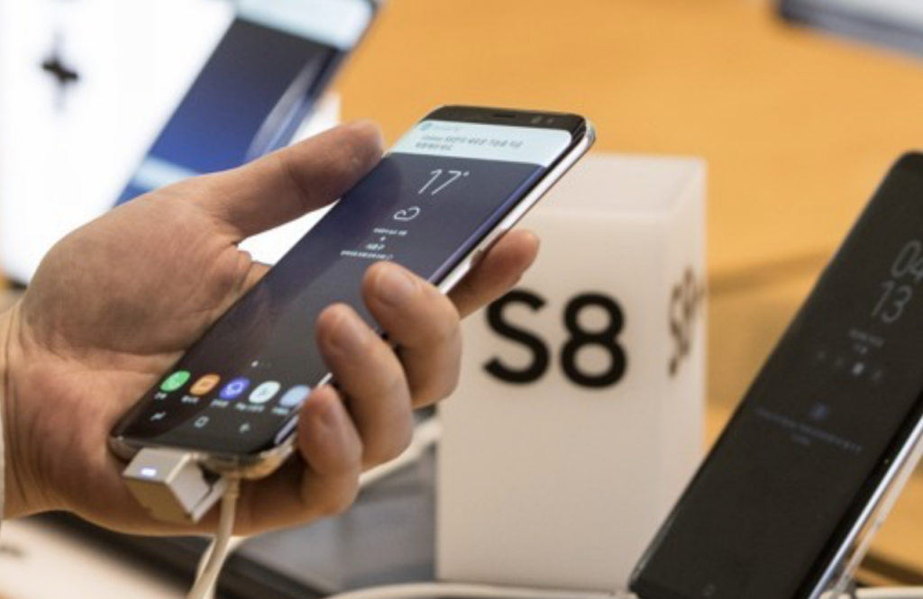 Samsung, meanwhile, said users should first seek to optimize the color themselves or if they cannot do it, visit the company's service centers to find out if the device is actually defective. (image: Yonhap)