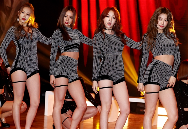 Girl's Day performs a song from its new EP album at a media event. (image: Yonhap)