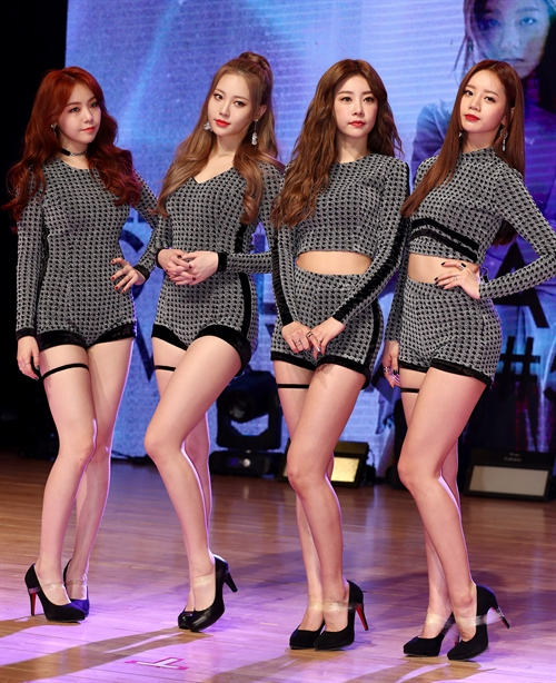 The members of Girl's Day pose for the camera at a media event for its new EP album. (image: Yonhap)