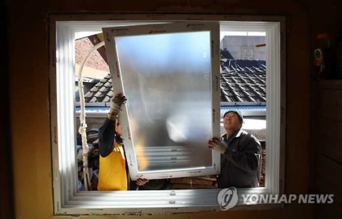 The Seoul Government is helping poor energy households with efficient energy use through green retrofitting. (Image: Yonhap)