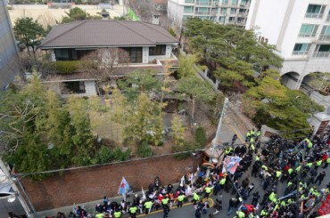 Police Asked to Protect Children Near Fmr. President Park's Home
