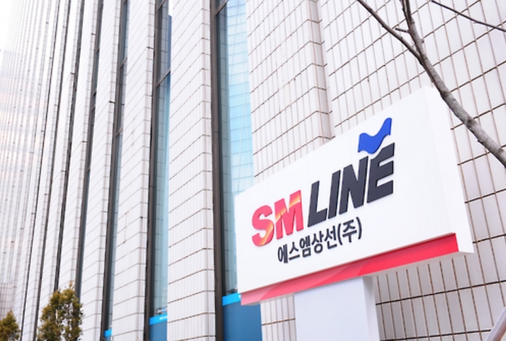 The business mogul expressed confidence that SM Line's sales will be drastically hiked to a level of Hanjin Shipping, whose annual sales have reached some 10 trillion won.  (image: Yonhap)