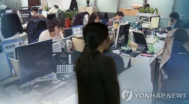 Working mothers struggle to find time for mandatory school volunteer work. (Image: Yonhap)