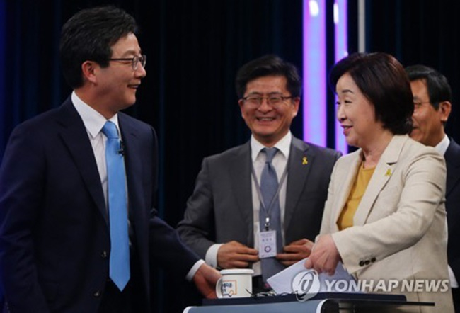 The controversial coin-operated washing machines in the South Korean military that charge soldiers 1,000 won ($0.90) per load of laundry became one of the key talking points during the third presidential TV debate, which aired on KBS last Sunday. (Image: Yonhap)