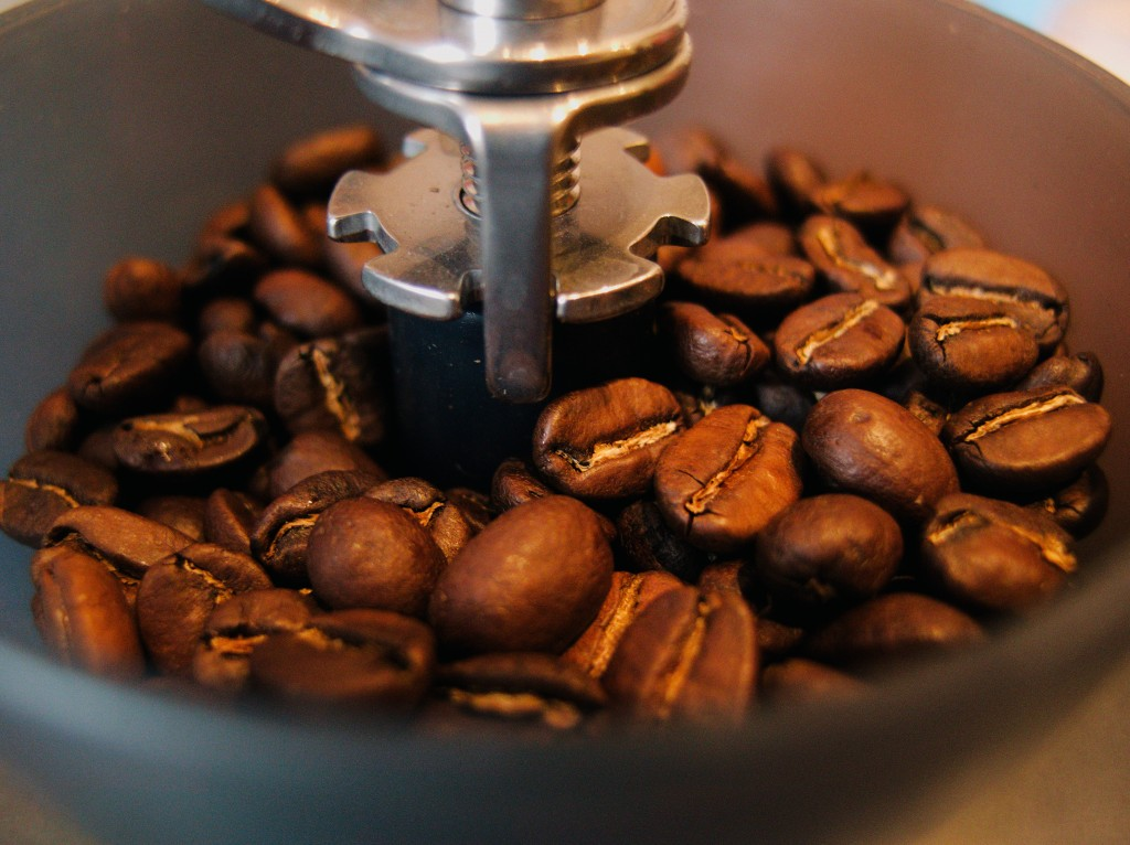 Experts encourage the use of coffee waste as used coffee grounds are rich in nitrogen, phosphorus, and potassium, all of which are main nutrient components found in high-quality fertilizer. (Image courtesy of Pexel)