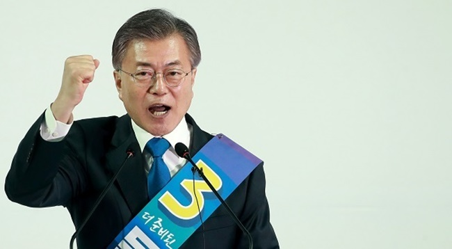 Moon's plan to reduce the economic burden on households through cheaper phone bills was spawned out of a previous idea first conceived by the floor leader from the same party, Woo Sang-ho. (Image: Yonhap)