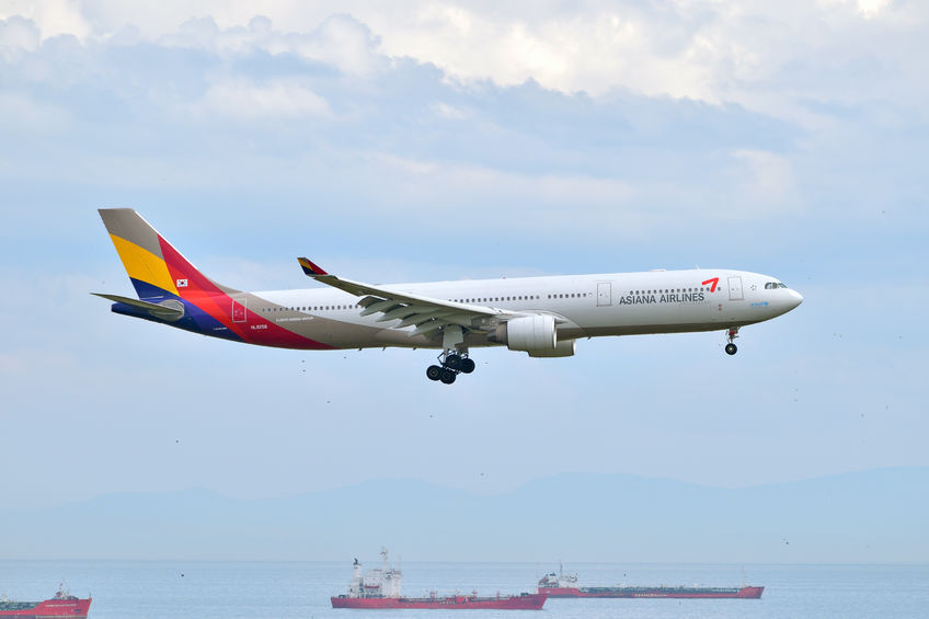 Unlike in the past, when Korean Air and Asiana Airlines almost exclusively dominated the market, customers today have greater choice, thanks to a multitude of new flights to and from South Korea by international airlines as well as competition from low-cost carriers.(Image: Kobiz Media)