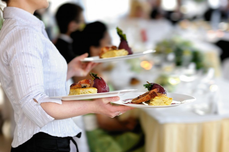 More Female Workers Hired by Restaurant Businesses