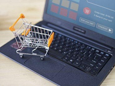 Internet New Battleground for Retailers as Industry Shifts