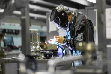 Pessimism Still Overshadows Optimism among Manufacturers
