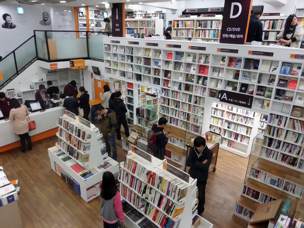 Aladin, having reached success as an online book retailer, launched its first offline bookstore in Jongno back in 2011, and now has 34 branches in operation around the country.(Image: TFurban from Flickr)