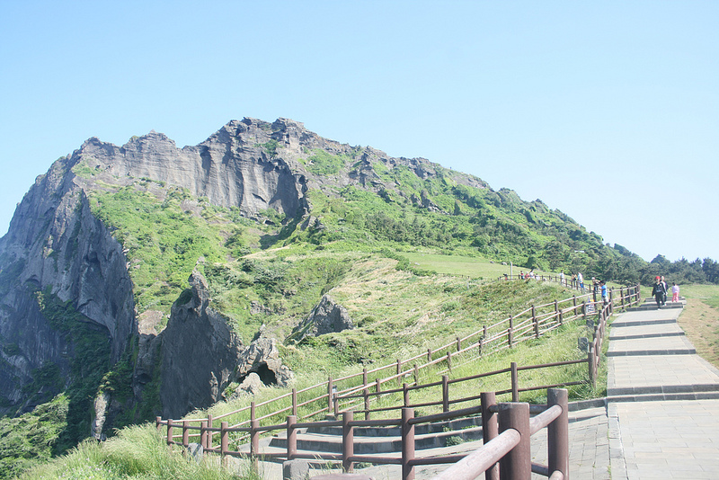 Last Thursday, international media outlet Al Jazeera visited Seongsan Ilchulbong Peak and Manjanggul Cave, according to Jeju government officials.(Image: white@black from Flickr)