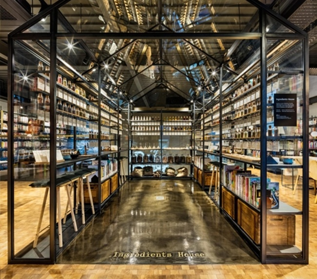 As the enticing smells from the bakery and deli counter on the first floor waft through the venue, visitors can smell and taste samples of more than 190 types of spices, herbs, oil and salt at the Ingredients House located in the library. (Image: Hyundai Card)