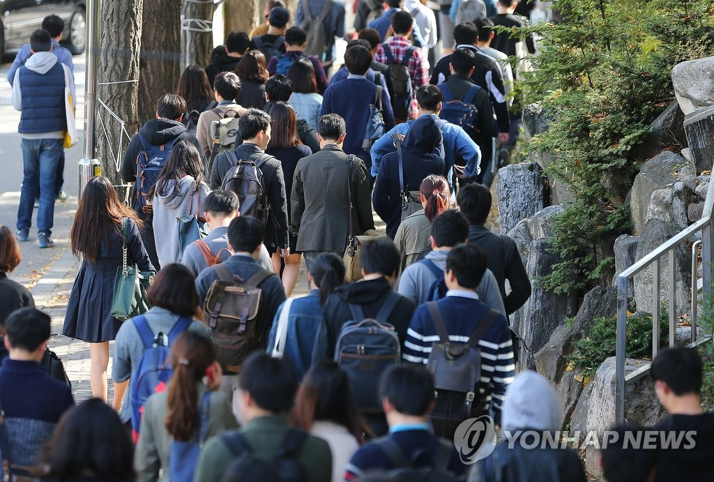 South Korea's education gap is posing a threat to social security, particularly among undereducated individuals, according to a report published Tuesday by Statistics Korea analyzing the link between education levels, and health and marriage from 2000 to 2015. (Image: Yonhap)