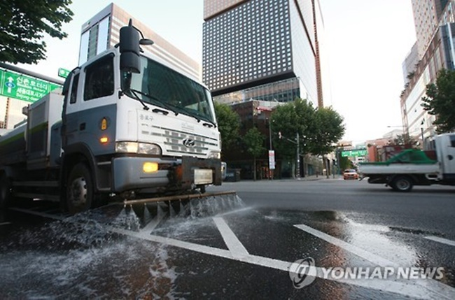 However, with Seoul's latest move to treat days with high-level fine dust alerts the same as natural disasters, residents in the capital are expected to see an increase in the use of street sweeper trucks. (Image: Yonhap)