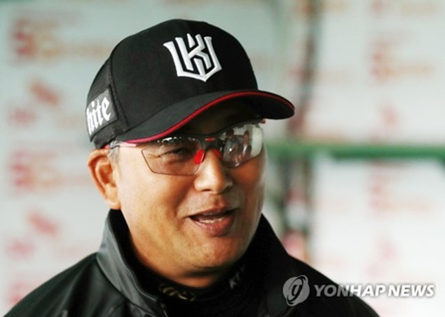 Kim has been publically pushing his team to pursue speedy games, a strategy that he believes holds many advantages, as shorter games tend to be less physically demanding for players while spectators tend to prefer games that don't run too long. (Image: Yonhap)