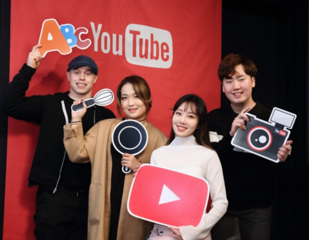 The four content creators emphasized that communicating with the audiences, and adapting to their opinions and criticisms are essential to grow the channel's fan base, and even the lack of formality can appeal to viewers as a friendlier personality. (image: Google Korea)