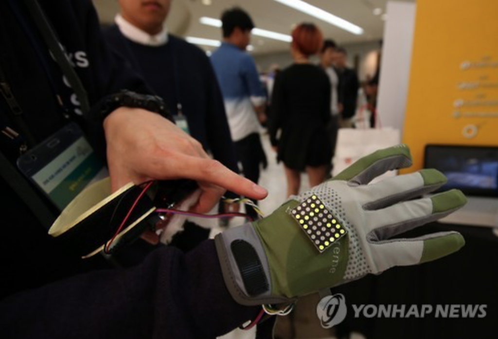 "A pair of ""speaking gloves"" could translate the sign language of a hearing-impaired person and play it back through a built-in speaker. (image: Yonhap)"