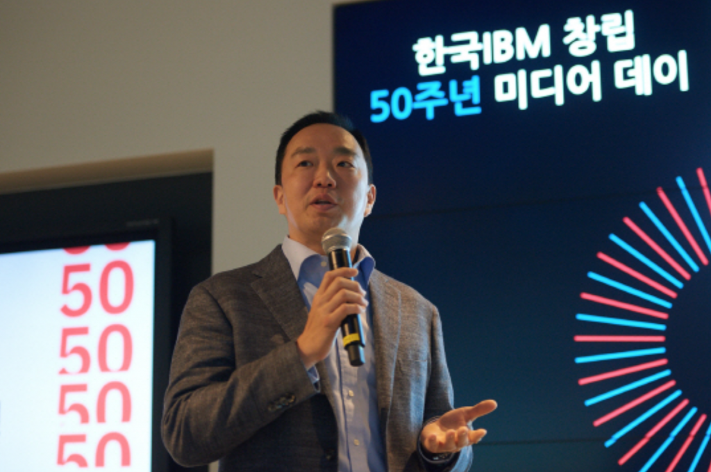 Andrew Chang, CEO of IBM Korea Inc., a subsidiary of the multinational technology firm IBM Corp., talks to reporters in Seoul on April 24, 2017. (IBM Korea)
