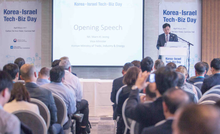 Speaking to a forum in Tel Aviv, vice trade minister Jeong Marn-ki said technology cooperation would lead to an expansion of bilateral trade and investment. (image: Min. of Trade, Industry & Energy)