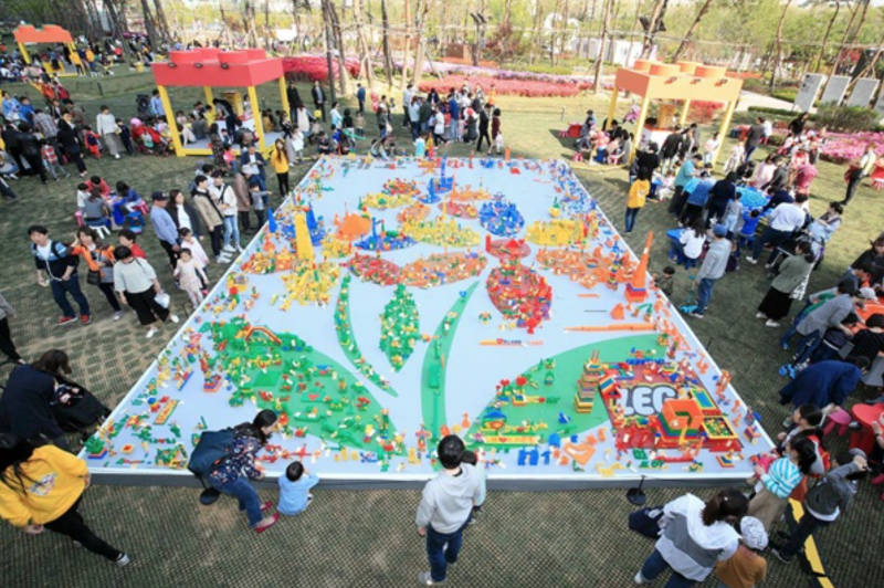 Lotte Hosts Lego Festival to Build Four-Ton Lego Flower