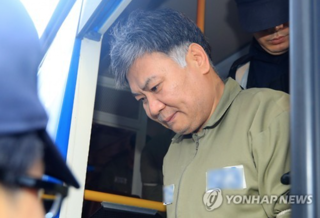 Chinese murder suspect Chen Guorui arriving at the Jeju District Court on February 16 for a sentencing hearing on suspicions of killing a South Korean woman who was praying at a Catholic church the previous year. (image: Yonhap)