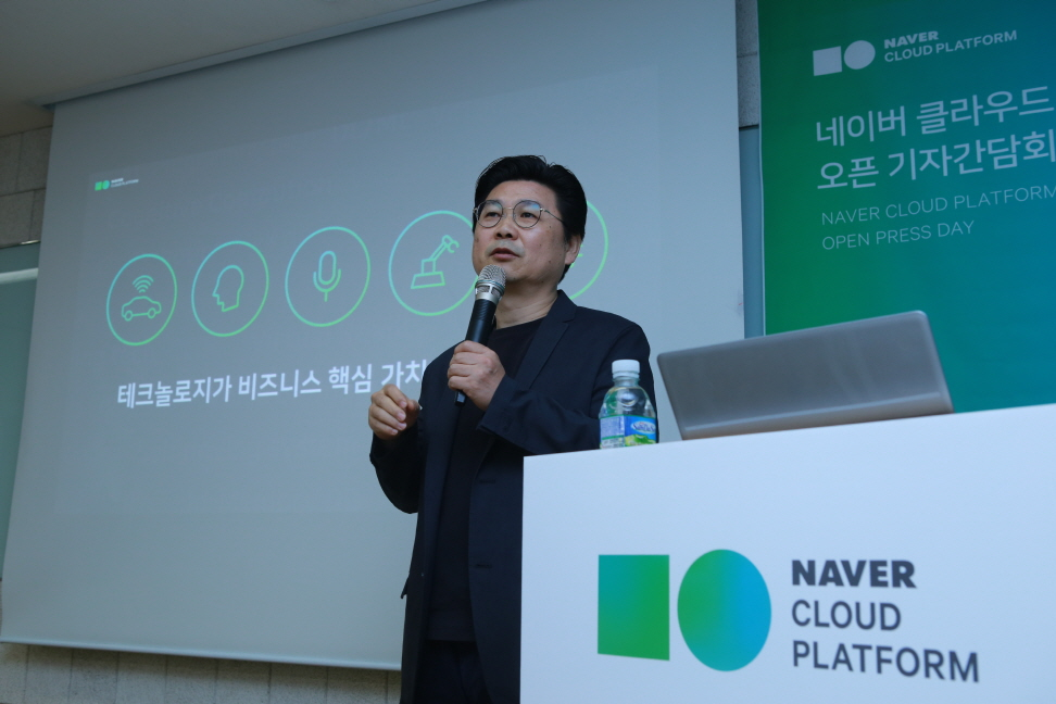 Park Won-ki, CEO of Naver Business Platform, talks to reporters on April 17, 2017. (image: Naver Corp.)