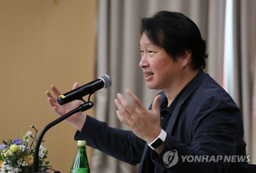 """The bidding for Toshibia that is currently being processed is not binding. Accordingly, the price holds no significance,"" SK Group Chairman Chey Tae-won said. (image: Yonhap)"