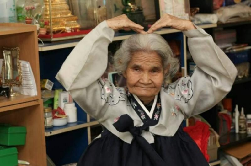 Thai Widow of Korean War Veteran Takes Korean Language Exam at 77