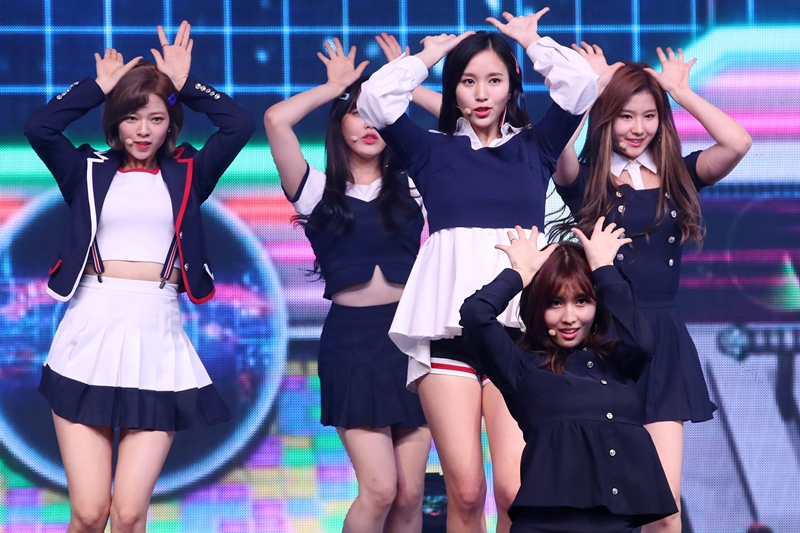 """Girl group TWICE performs at a media event to promote its fouth EP album """"Signal"""" at Blue Square Samsung Card Hall in Seoul. (image: Korea Bizwire)"""