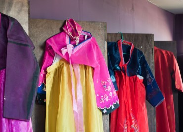"Seoul Offers Discounts to ""Hanbok"" Wearers"