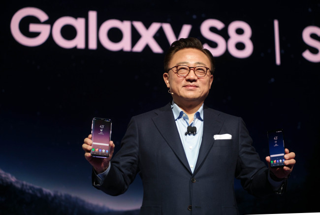 Oppo, in particular, saw stunning growth, with sales up a whopping 81 percent, while Vivo and Huawei followed suit with growth of 60 percent and 25 percent, respectively. (Image: Samsung Electronics)