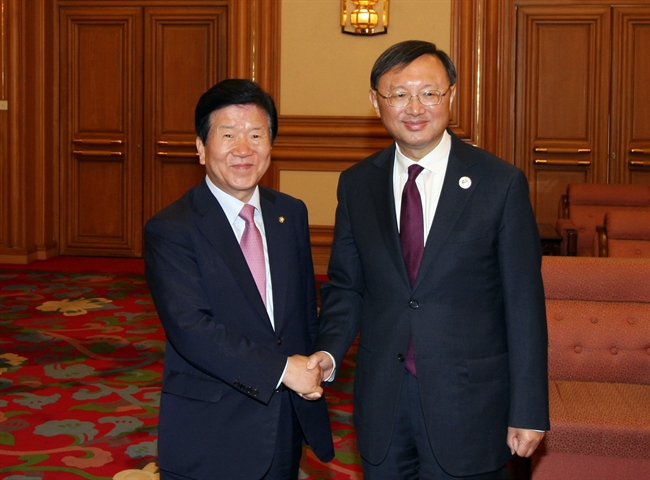 South Korea sent a delegation led by Rep. Park Byeong-seug to the two-day gathering at the invitation of China. Rep. Park(L) met with Chinese State Councilor for Foreign Affairs Yang Jiechi(R) on Monday and discussed cooperation and issues of mutual concern, including North Korea. (image: Yonhap)