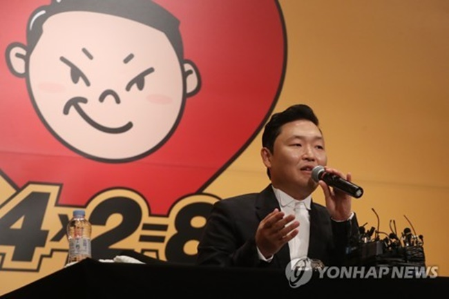 "Singer-rapper Psy speaks during a news conference in Seoul on May 10, 2017, to promote his eighth full-length album ""4X2=8."" (Image: Yonhap)"