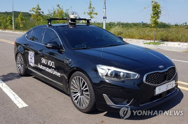 At a global conference on autonomous vehicles held in Seoul, Kim Chae-gyu, director general of the Bureau of Motor Vehicles Policy at the transport ministry, said the government plans to also formulate an insurance policy that can cover self-driving vehicles by that year. (Image: Yonhap)