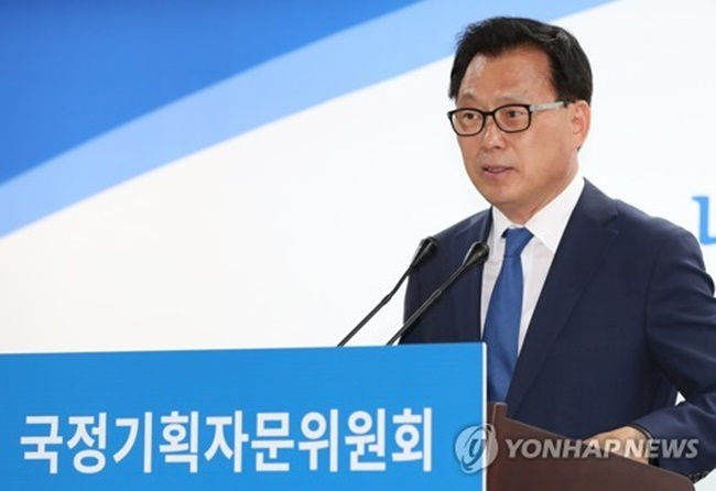 This photo, taken on May 22, 2017, shows Park Kwang-on, the spokesman of the State Affairs Planning Advisory Committee, speaking during a press conference at its office in Seoul. (Image: Yonhap)
