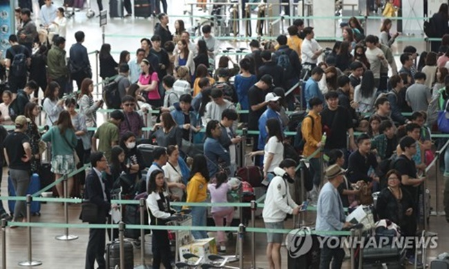 Number of China-Bound Travelers Drops 42% on THAAD Spat