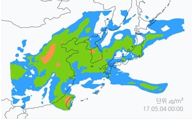 By typing in 'Korea, China, Japan ultrafine dust' on the mobile version of the search engine, the newly introduced fine dust mapping service will assist those concerned with visual information showing the current whereabouts of fine dust particles in the Northeast Asian region, in the form of a moving image. (Image: Naver)