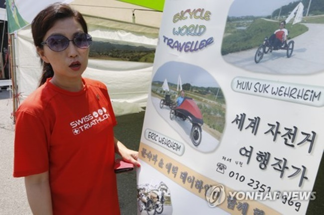 """Previously, we were expecting 70 riders per day, but from the 15th to 17th this week, we saw a daily average of nearly 150 participants. The most important thing is that I was able to help local residents and athletes ride a recumbent bicycle and promote the PyeongChang Olympics as a cycling travel writer,"" Kim said. (Image: Yonhap)"