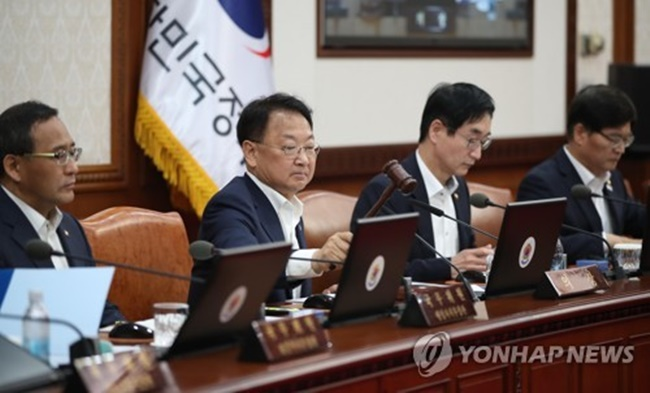 Another piece of transport legislation was decided yesterday, a reform to the Act on the Regulation of Violations of Public Order, which will give individuals an extra nine months for traffic fines to be paid in installments or request that the deadline be postponed, with an extended period of up to three months after that if necessary. (Image: Yonhap)