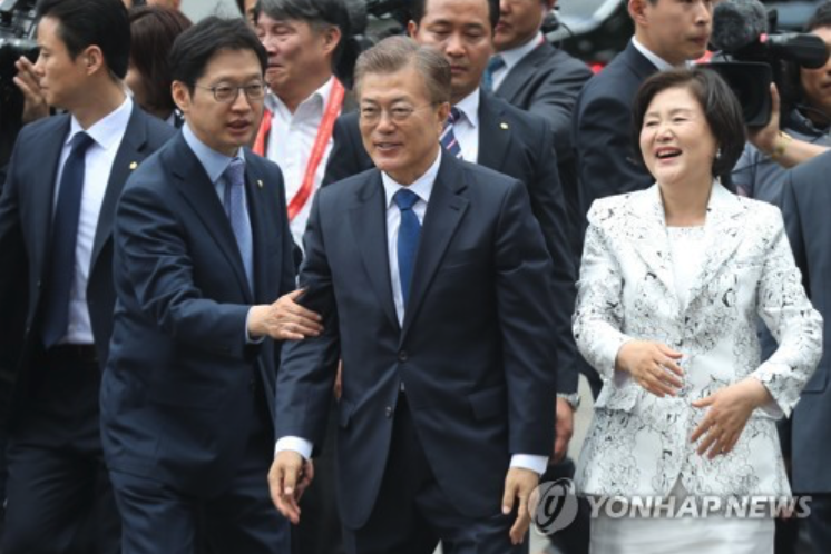 President Moon Emphasizes Interaction With Public, to Relocate Office to Gwanghwamun