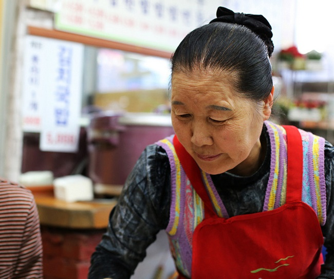 Moreover, for seniors who are 65 years or older, South Korea's employment rate came in second with 30.6 percent in 2015 after Iceland that posted 38.7 percent. The OECD average was 13.8 percent in the same year. (Image: NamuLim from Flickr)